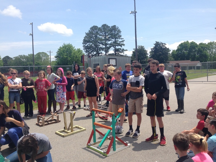 6th graders got to show the rest of the elementary their STEM projects on Monday!