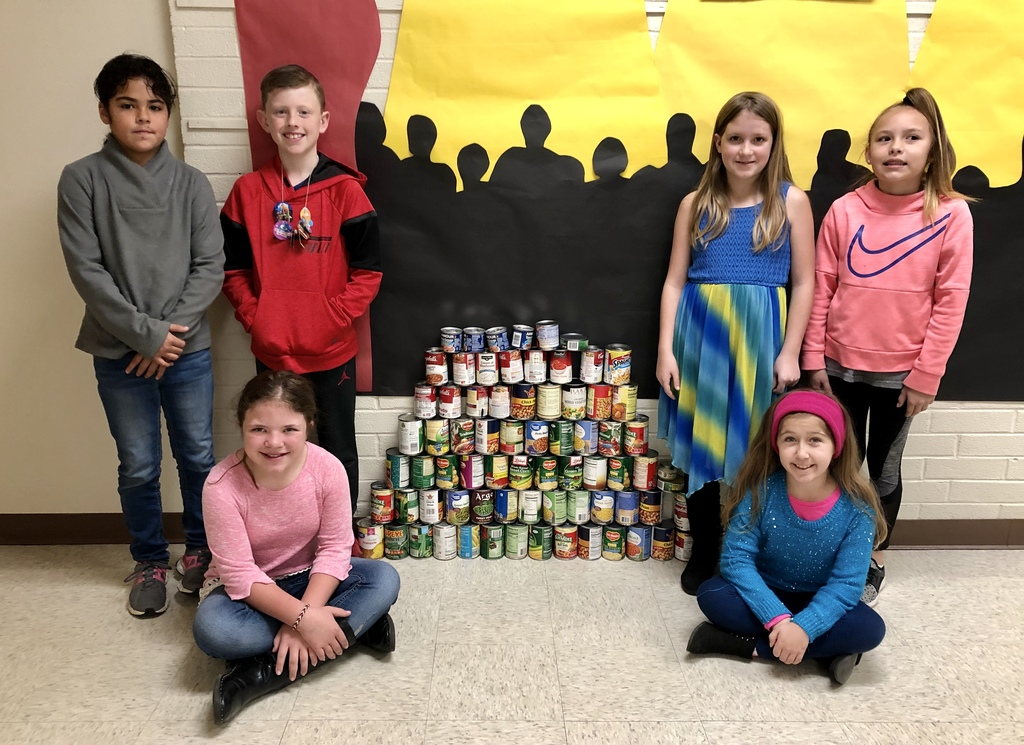 4th Grade collected canned foods to donate to the backpack program and the blessing box at the Magazine City Park.